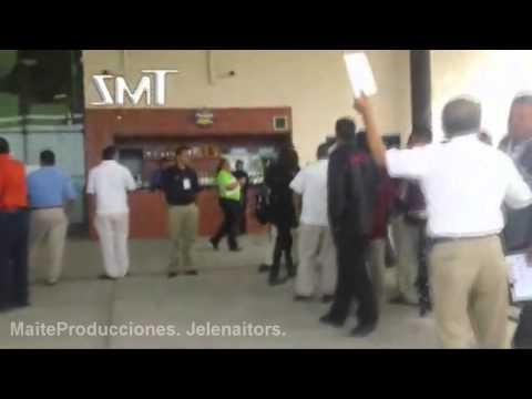 Justin Bieber & Selena Gomez llegando a Mexico (06-12-11)