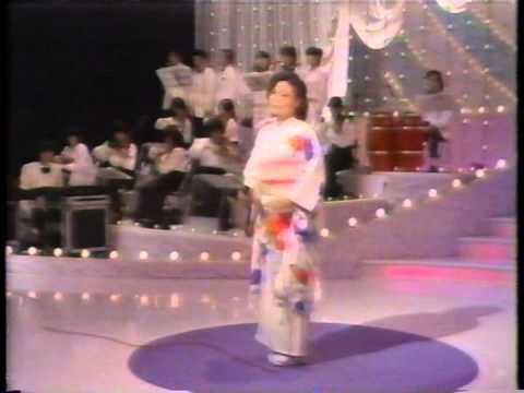 愛と死をみつめて(青山和子) - YouTube