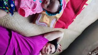 Chọc Bé Cười - Bé nằm chơi với mẹ
