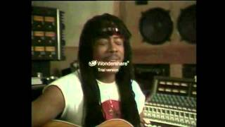 Rick James sings for the 1983 R'n'B awards