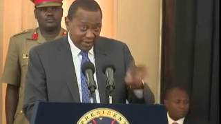 Uhuru Kenyatta Drives himself from Statehouse in a Landrover