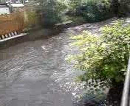 20.07.07 uk weather flooded london - river over flow