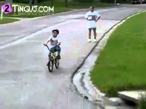 Video per te qeshur (2Tinguj.com).flv