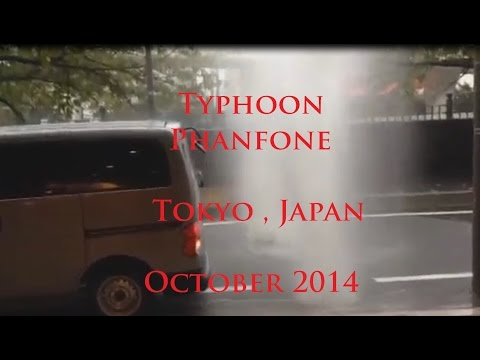 "10/07/2014 -- Major flooding in Tokyo Japan as Typhoon ""PHANFONE"" passes"