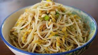 Mung bean sprout side dish (Sukjunamul-muchim: 숙주나물무침)