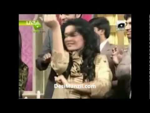 Shaista Wahidi Fell down badly during Utho Jago Pakistan ... DesiManzil.com