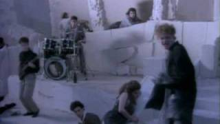 Watch Simply Red Come To My Aid video