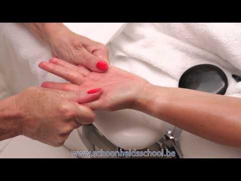 Hot Stone Massage: Een Ontspannende Massage Stap Voor Stap Uitgelegd! video