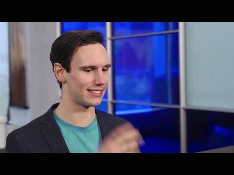 Cory Michael Smith of Gotham Plays GIF-ing to Know You | VH1
