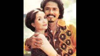 download lagu Titiek Sandhora & Muchsin   Dunia Belum Kiamat gratis