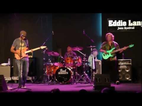 Greg Howe/Stu Hamm/Dennis Chambers live @ Eddie Lang Jazz Festival 2011 - Proto Cosmos (HD)