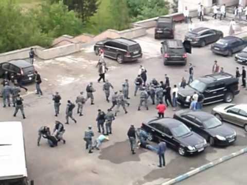 Кавказцы возле трц