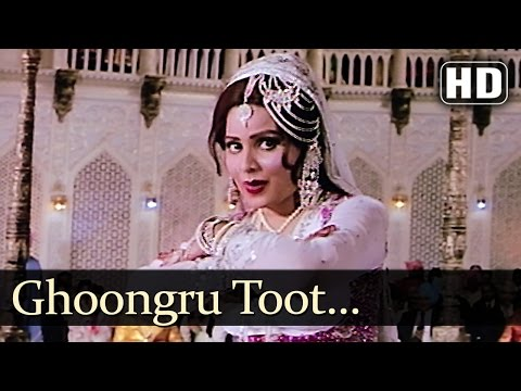 Ghoongru Toot Gaye - Mujra - Sulakshana Pandit - Amjad Khan - Dharam Kanta - Bollywood Songs video