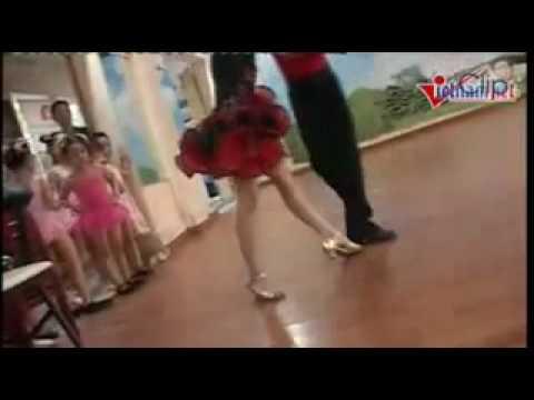 Vũ công nhí nhảy Chachacha
