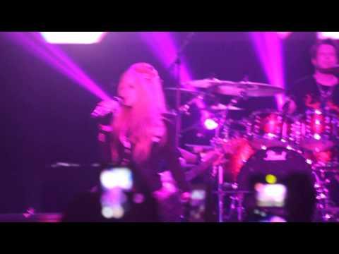 download lagu The Avril Lavigne Tour: Live In Manila 2014 - gratis