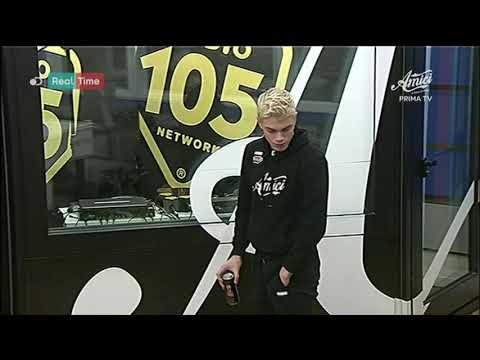 """Biondo ascolta per la prima volta """"Dejavu"""" alla radio"""