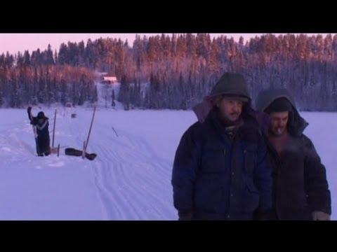 Зима.Лов рыбы сетями