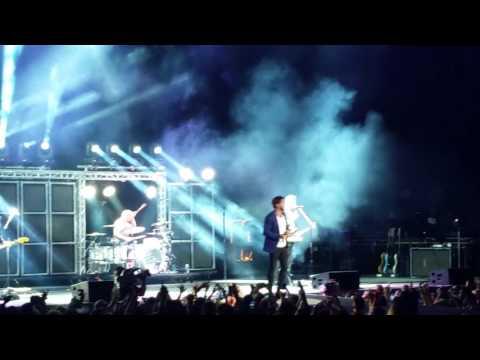 "Thomas Rhett Live ""Uptown Funk"" cover"