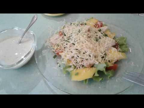 Салат с курицей,авокадо и манго!!!