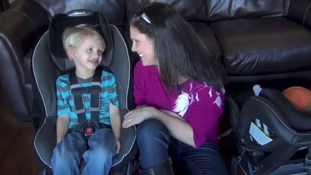 How to Buckle a Child into a Convertible Car Seat - YouTube