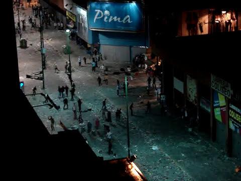 Carnaval 2010 Lunes violencia Bulevar de Sabana Grande video 1