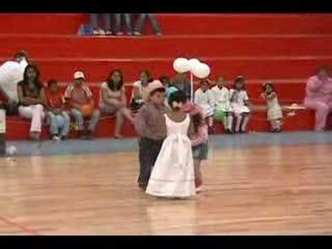 carlitos bailando duranguense
