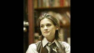 Watch Madeleine Peyroux Damn The Circumstances video