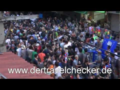 Der Travelchecker goes to Songkran in Bangkok and visits Temple April 2012 HD