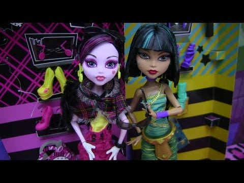 MONSTER HIGH I LOVE SHOES CLEO DE NILE & DRACULAURA REVIEW VIDEO !!!! :D !