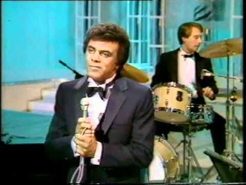 Johnny Mathis~Live~Tribute to Nat King Cole~ Cole Trio Medley & Stardust