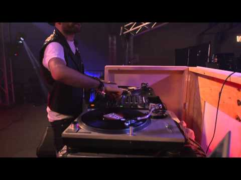 a-trak &quot;stingray&quot; live w/ vitaminwater + FADER