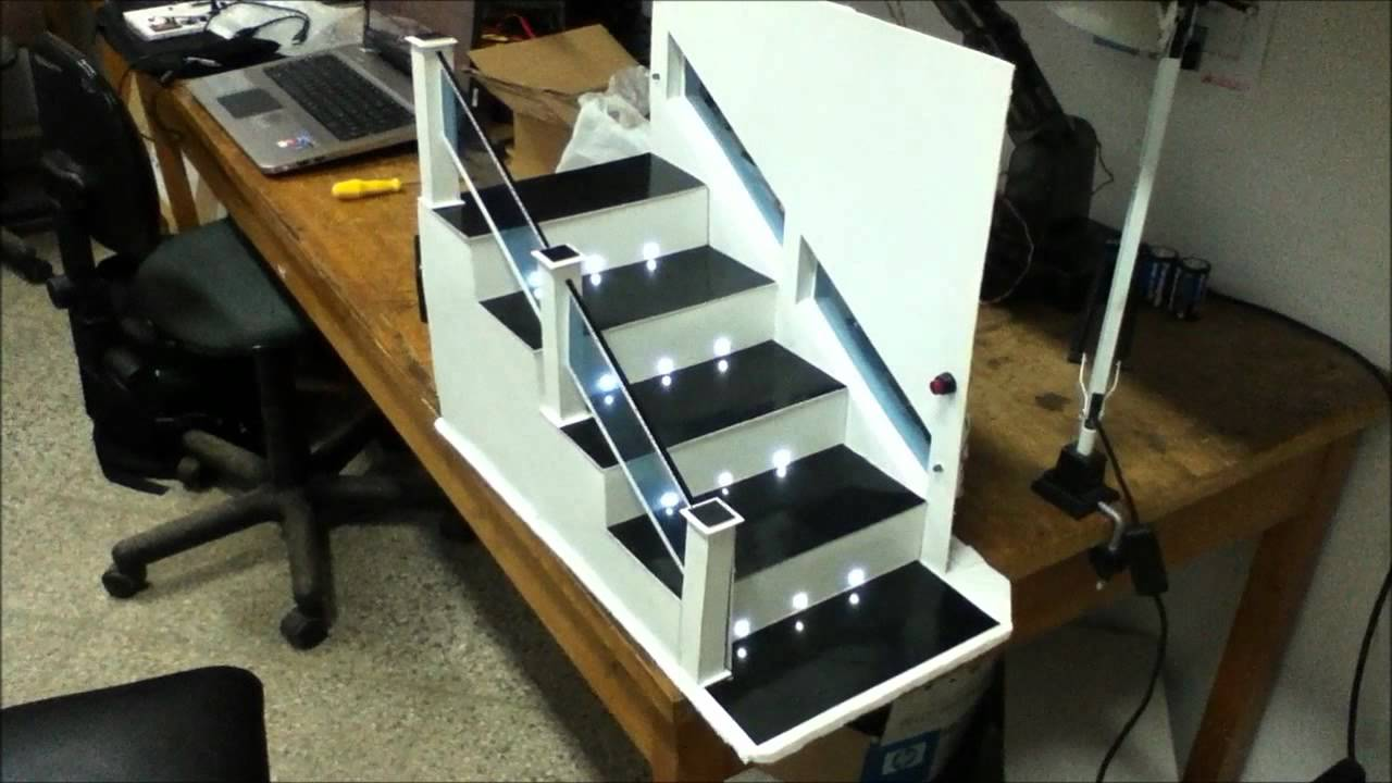 Escalera con Iluminaciu00f3n Inteligente - YouTube