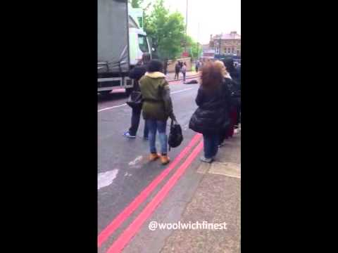 RAW ARREST VIDEO : British Soldier Attacked and Beheaded by terrorist in London WOOLWICH 22/05/2013
