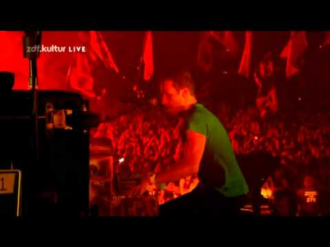 Coldplay - Clocks (Live @ Glastonbury 2011)