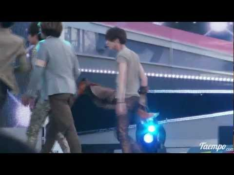 l2O4l4 sexy Taemin taking off his jacket fancam @Kl3$ L0V3 R3QU3$T