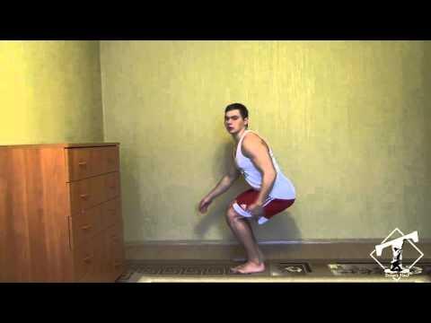Накачать ноги дома (приседания в узкой стойке)