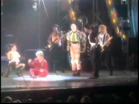David Bowie - Fashion (glass Spider Tour)