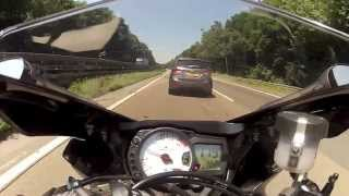 Suzuki GSXR 750 vs BMW S1000RR (motorcycle streetrace on autobahn)