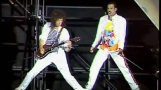 download lagu Queen - Now I'm Here Live At Wembley gratis