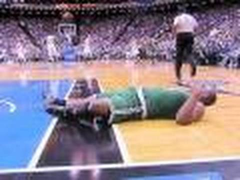 Glen Davis got knocked the f.#,. out.(Kobe Bryant , Lakers,waiting.)Dwight Howard Elbows head