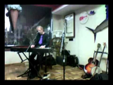 """Webcast-Peter Tork sings a great version of """"Daydream Believer"""" (Live)"""