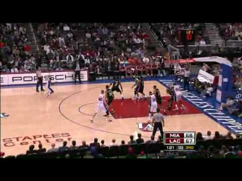 Dwyane Wade little dunk contest vs CLI 29-11-08 Video