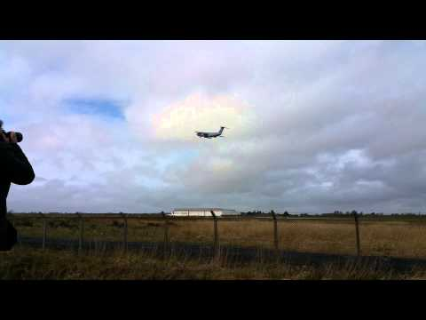 USAF C-5 Galaxy does go around at Shannon airport.