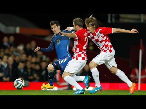 Messi gets nutmegged vs Croatia