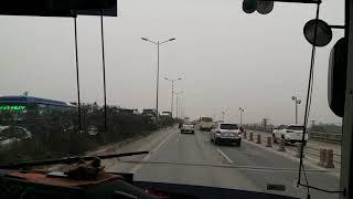 Lật xe ô tô trên cầu Thanh Trì sáng ngày rằm tháng chạp làm tắc nghẽn hết cả cây cầu 20190120 073402