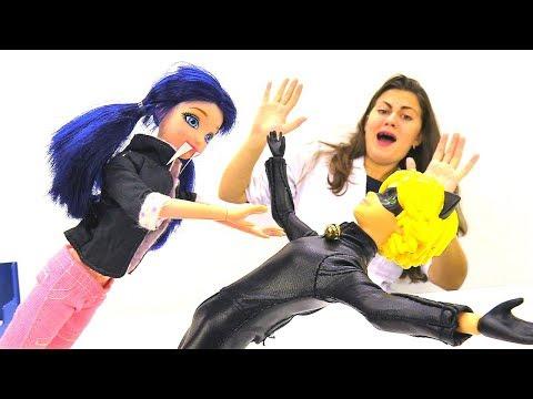 Маринетт и Супер Кот празднуют Хэллоуин. Видео для детей