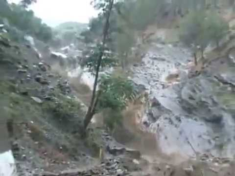 Continuous rain lays mayhem in Uttarakhand   Heavy flood after cloud burst latest clip june 2013