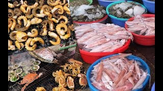 Xom Luoi Seafood Market in Vung Tau selling extremely fresh and cheap seafood