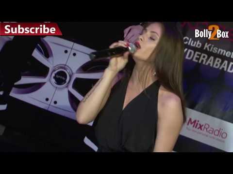Upskirt - Sexy Singing Girls Upskirted on Stage