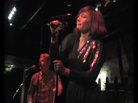 Sarah Blasko - Hold On My Heart, Live at Lilla Hotellbaren, Stockholm 3(9)